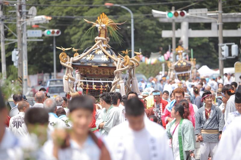 白旗-神社---7月神輿
