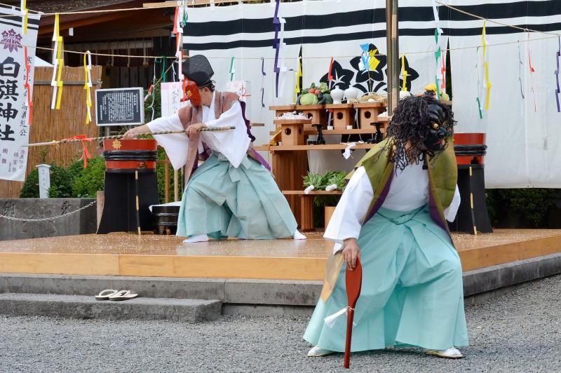 白旗-神社---10月湯立神楽-(2)