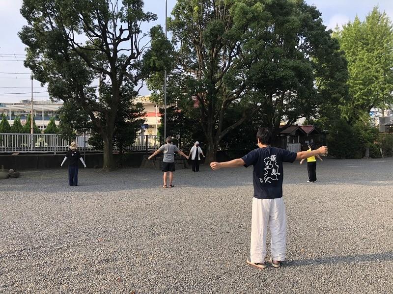 神社で太極拳